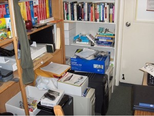 5 steps to clear out clutter in an overcrowded house